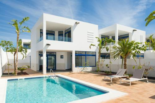Lanzarote hotels apartments and rooms for Villas en lanzarote con piscina privada